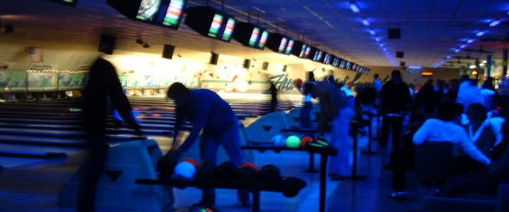 social-bowling-alley-strathpine-hyperbowl